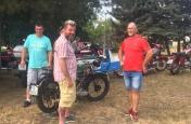 Kolona historických vozidel se zastavila v muzeu obce